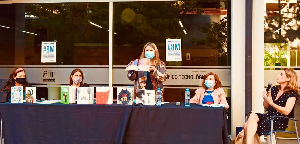 """María Rosa Lojo en la mesa """"Nosotras movemos el mundo de los libros"""". Plan Nacional de Lecturas y Centro Cultural de la Ciencia"""